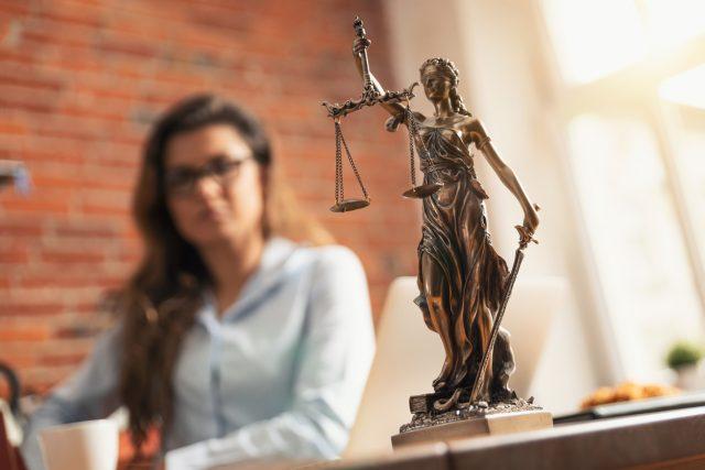 Richter in Dortmund: Coronaschutz-Verordnung ohne rechtliche Grundlage erlassen – Freispruch im Kontaktverbot-Fall