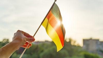 """Gastgeber des Festakts in Potsdam: """"Vom Osten kann man lernen"""" – Grüne sind stolz: """"auf unsere ostdeutschen Bürgerrechtswurzeln"""""""