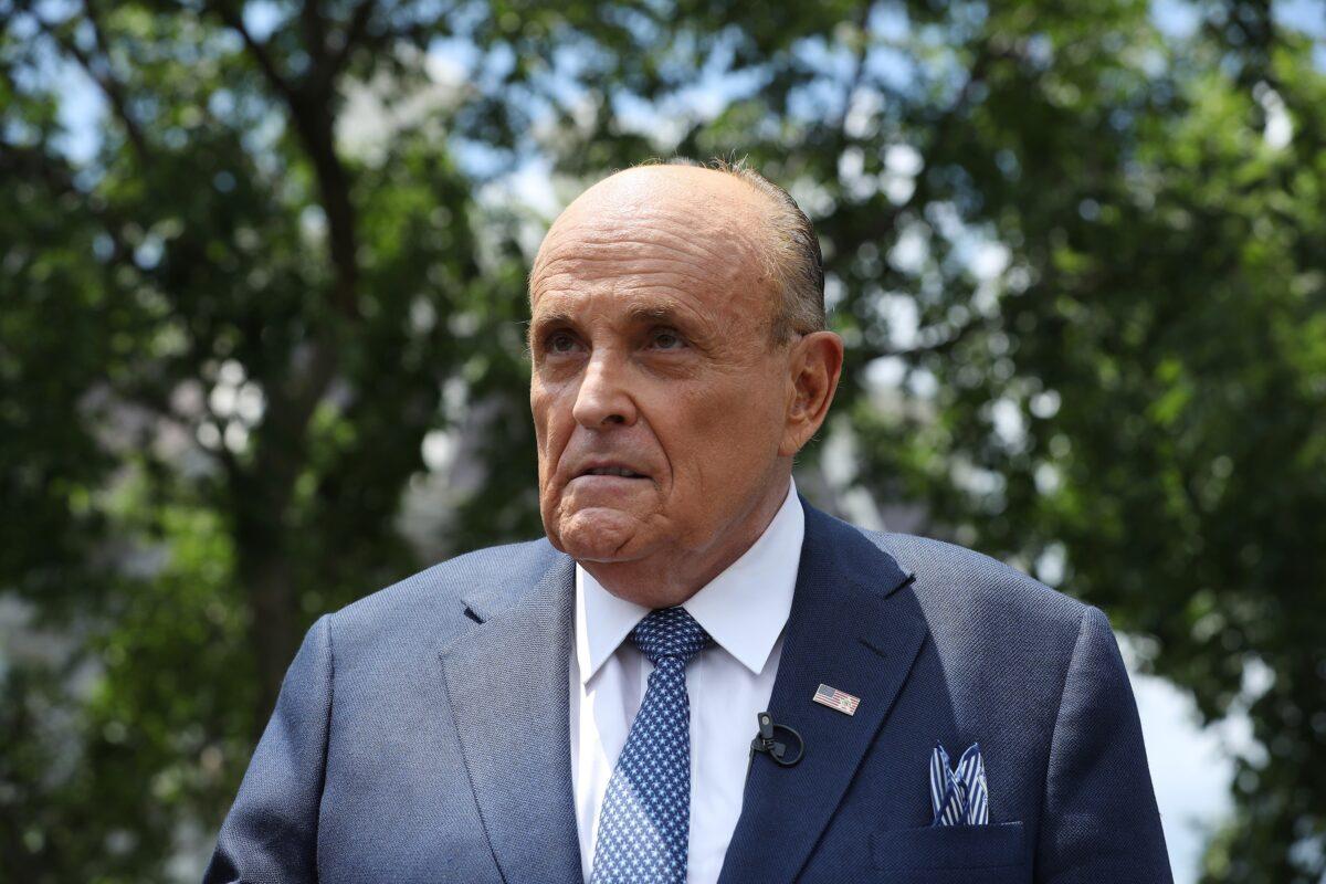 """Trump-Anwalt Giuliani: In einem """"Akt des Krieges"""" ließ Chinas Regime das Virus entkommen"""