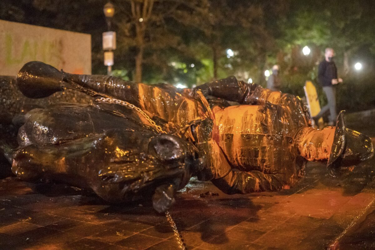 Portland, USA: Randalierer reißen die Statuen von Roosevelt und Lincoln nieder