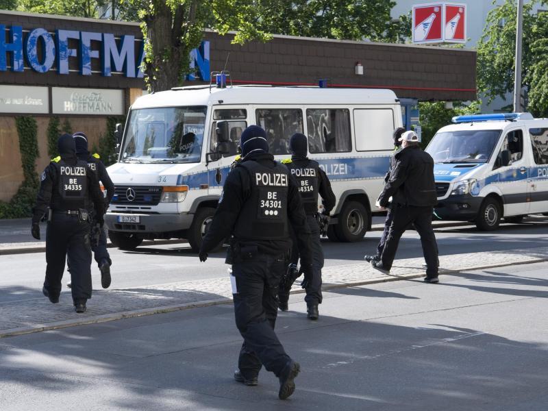 190 Polizisten bei Razzia gegen 15-jährigen mutmaßlichen Islamisten im Einsatz