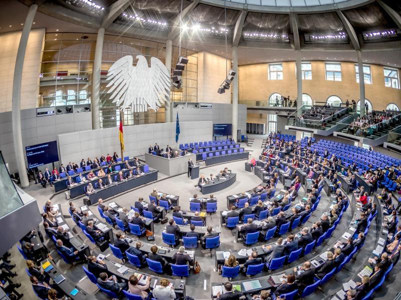 Corona-Krise: Bundestagsabgeordneten droht Diäten-Senkung