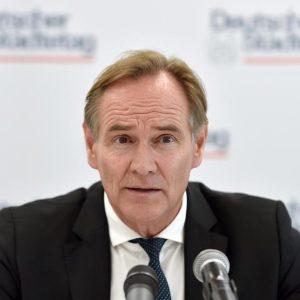 CORONA-TICKER: Landkreistag fordert Langfriststrategie gegen Corona-Pandemie – Opposition unzufrieden mit Ergebnissen