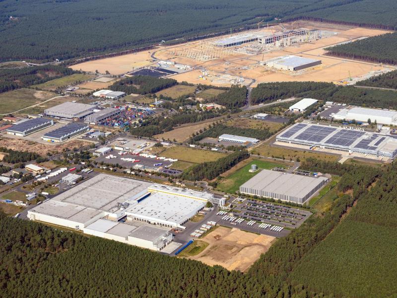 Tesla bei Mitarbeiterbezahlung in Grünheide im Vorteil – Einstiegsgehalt von 2.700 Euro