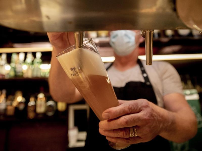 Verband: Bierabsatz in Deutschland in Corona-Pandemie dramatisch eingebrochen