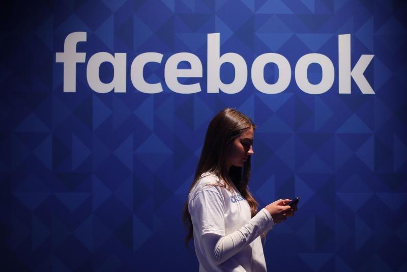Klage gegen Facebook: Nutzer müssen über Löschung von Beiträgen informiert werden