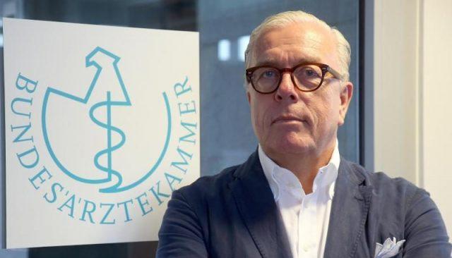 Ärzte-Chef äußert Zweifel an Alltagsmasken - Lauterbach fordert sofortigen Rücktritt