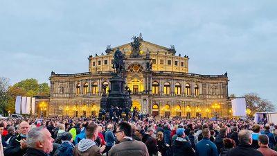 """Friedliche Querdenken-Demo in Dresden überschattet von """"Hitlergruß""""-Vorwürfen – Beschuldigte wehren sich"""