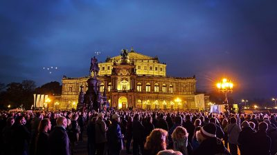 """Querdenker in Dresden: Es wird """"eine Gefühlspsychowelle angeschoben, der man sich kaum entziehen kann"""""""