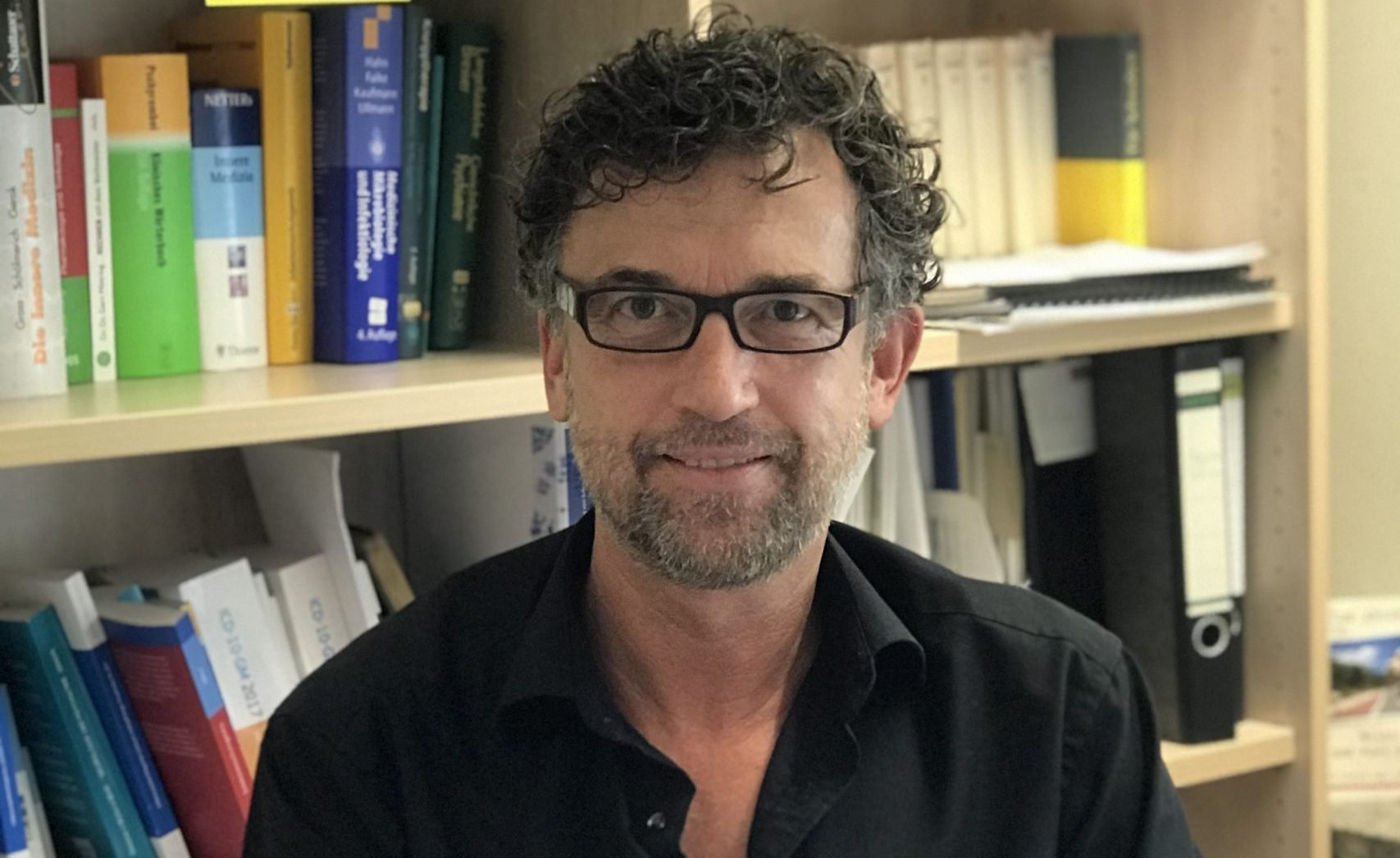 """Dr. Pürner: """"Viele Menschen mit nachgewiesener Mutation sind völlig gesund"""""""