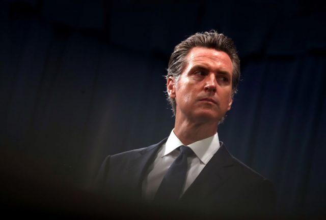 Verfassungsbruch: Kalifornischer Gouverneur ordnete Briefwahl an – Richterin gibt Klage statt