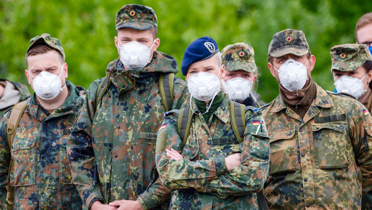 """""""Duldungspflichtige Maßnahme"""": Regierung prüft Corona-Impfpflicht für Bundeswehr"""