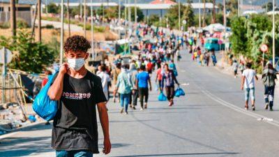 Zur Weiterreise nach Deuschland: Griechenland verteilt Reisepässe an anerkannte Flüchtlinge