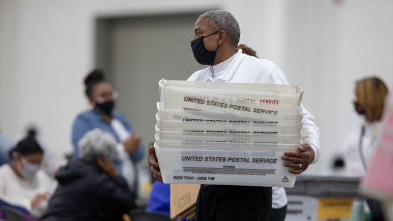 """Skeptische Wahlhelferin in Georgia: 98 Prozent der """"makellosen"""" Stimmzettel gingen an Joe Biden"""