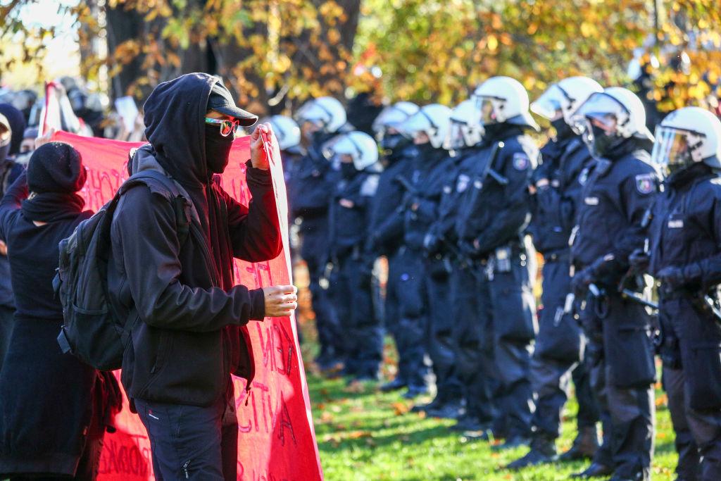 Durchgesickerter BKA-Bericht: Reale Gewalt geht von links aus – Medien berichten Gefahr von rechts