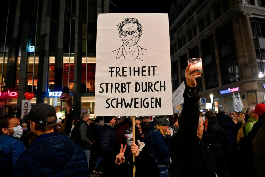 """Wegen """"belastender Umstände"""": Städte verhängen Auflagen gegen Querdenken-Demonstrationen am Wochenende"""