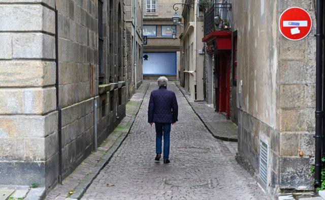 Frankreich: Wer außer Haus will, muss sich ein Attest ausstellen