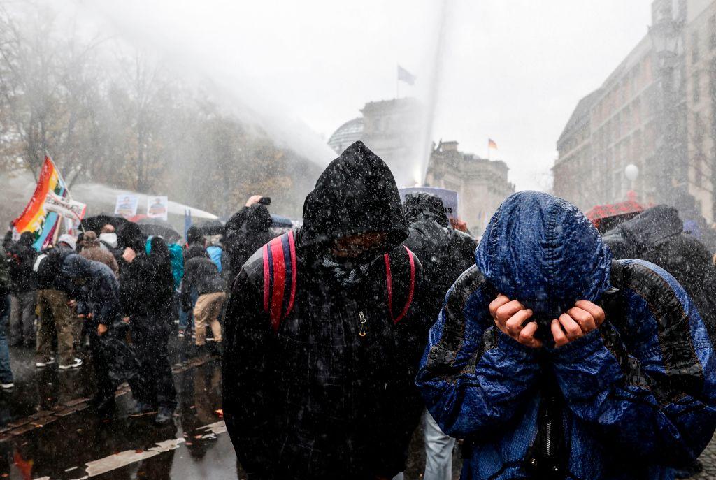 Berliner Demos: 200 Personen vorläufig festgenommen, 2.200 Polizisten im Einsatz