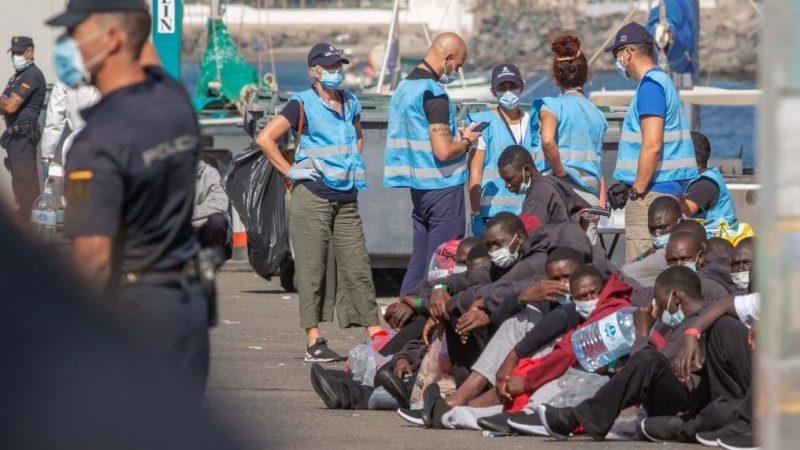 Über 8100 Migranten erreichen Kanaren im November – EU zahlt 84 Millionen für Unterkünfte