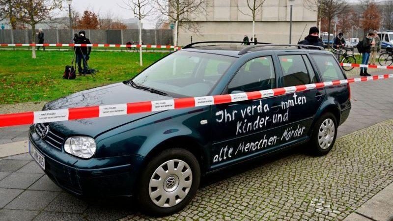 54-Jähriger fährt an das Tor vom Bundeskanzleramt – Polizei nahm den Fahrer fest