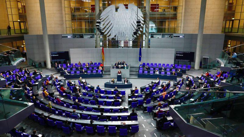 Bundestag macht Weg für ausgeweitetes Kinderkrankengeld frei