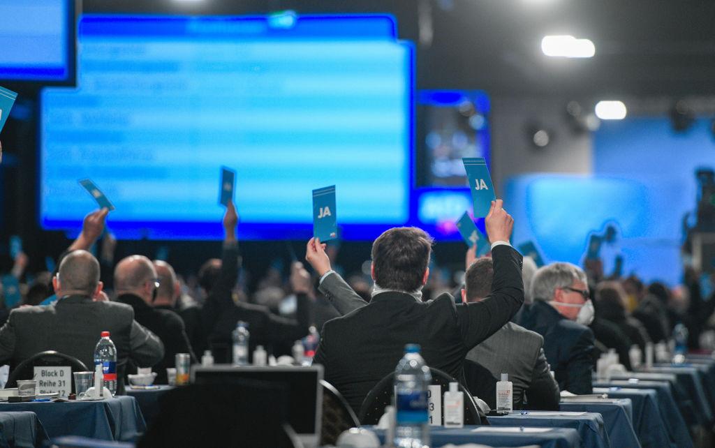 Verfassungsschutz wirbt V-Leute in der AfD an – AfD-Mitglieder melden sich freiwillig als Quellen