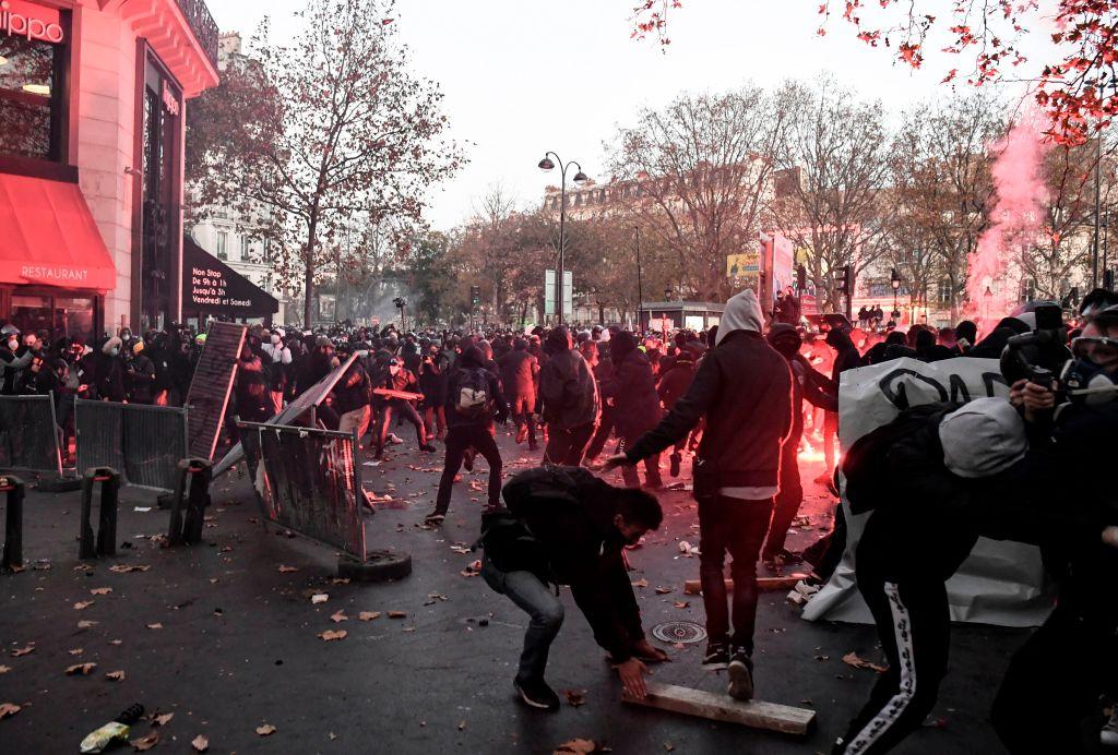 Frankreich: Linksextreme greifen Polizei bei Protesten gegen Polizeigewalt an