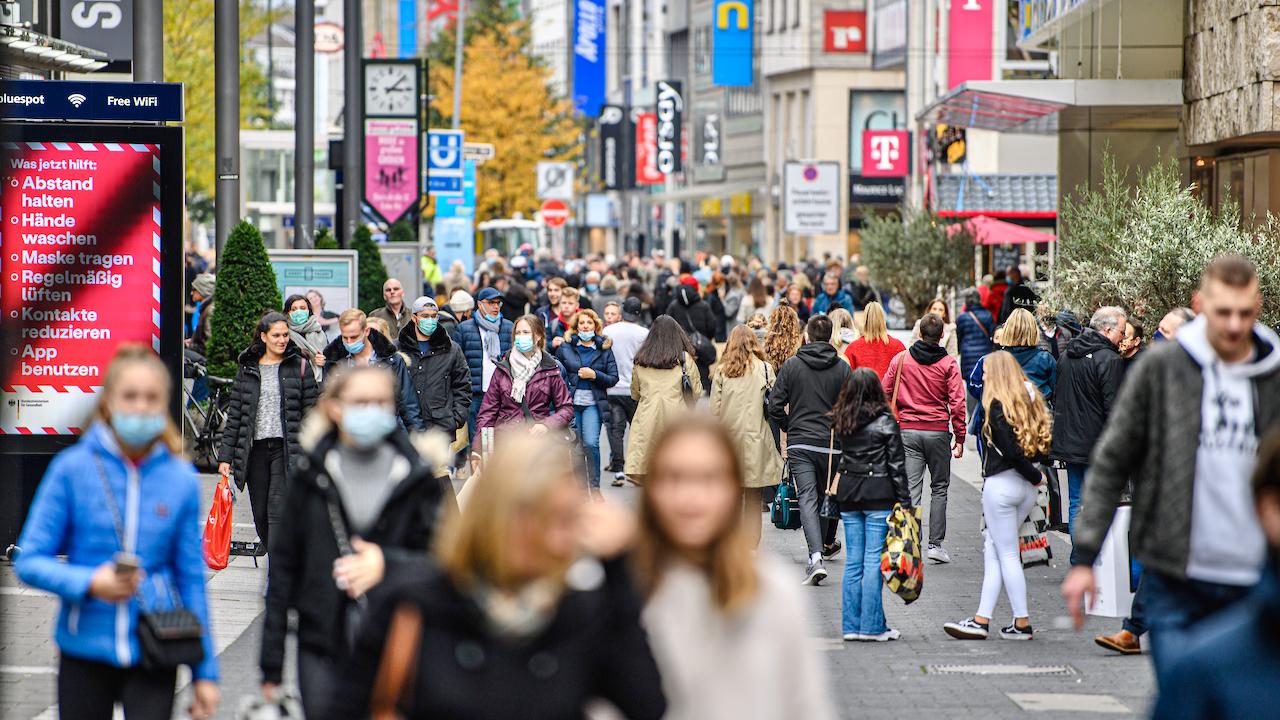 Düsseldorf will Abstand von fünf Metern: Maskenpflicht im nahezu kompletten Stadtgebiet in Kraft getreten