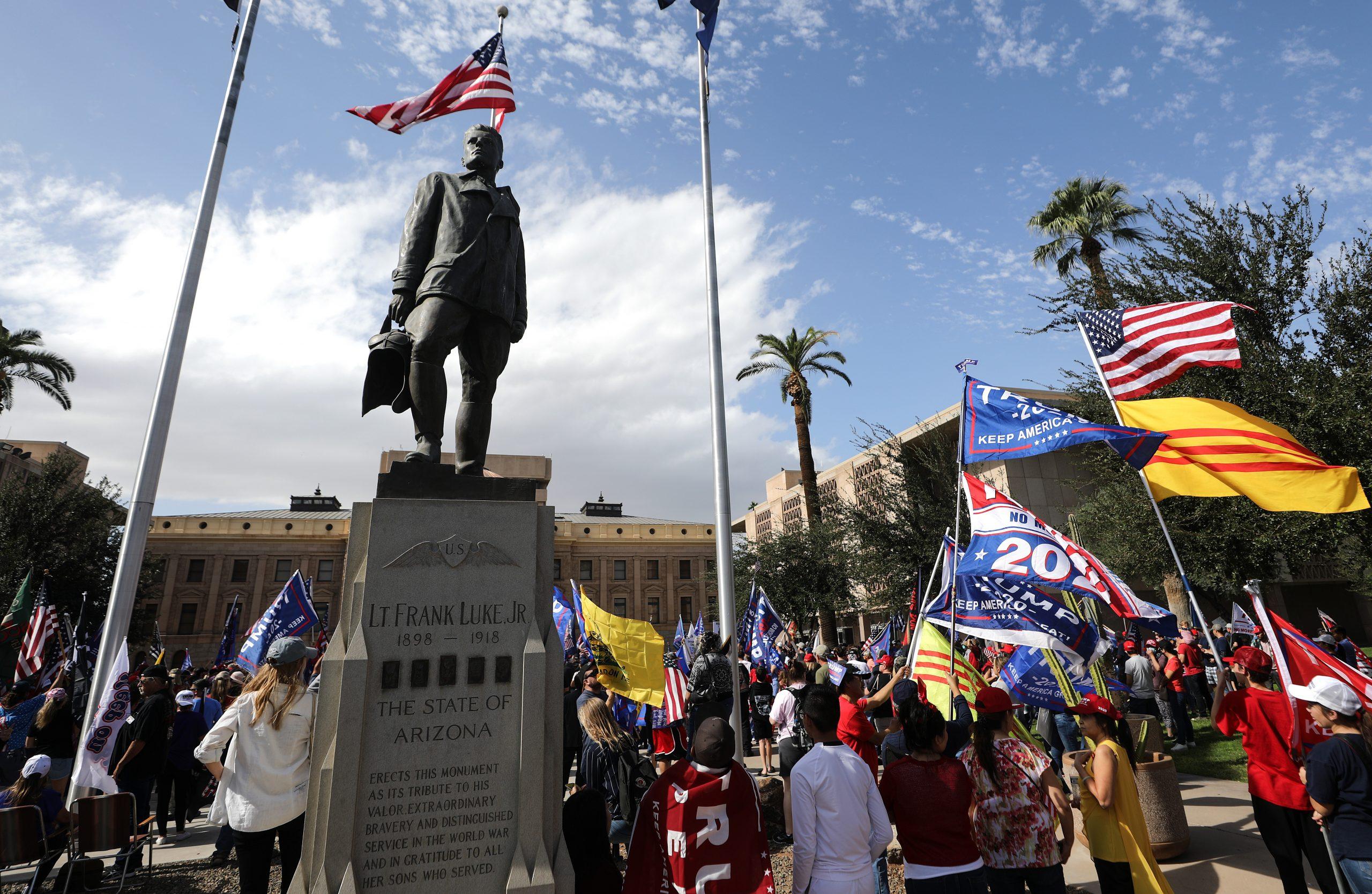"""Arizona: Republikaner klagen auf Aufzählung per Hand in Wahlbezirken – statt in """"Wahlzentren"""""""
