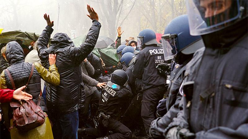 Demo in Berlin: Polizei greift hart durch – Wasserwerfer, Pfefferspray und Schlagstöcke im Einsatz + Video