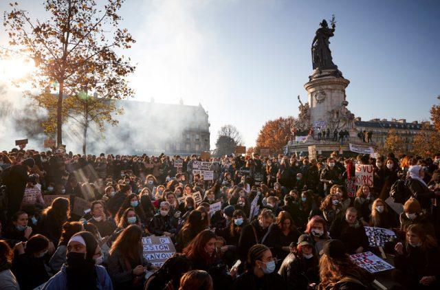 Mit Tränengas gegen Pressefreiheit – Bis zu 500.000 Teilnehmer bei Protesten in Frankreich
