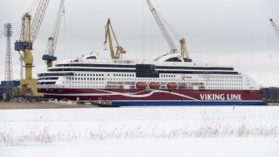 Ostsee: Auf Grund gelaufene Passagier-Fähre setzt ihre Fahrt fort