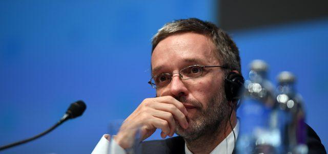 """""""Fehlinformation""""? – Ex-Innenminister Kickl stellt unangenehme Fragen zum Wien-Anschlag"""
