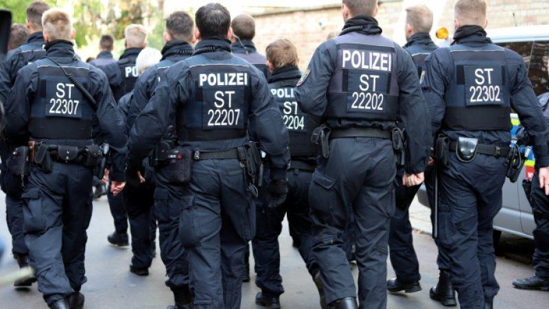 Dienstunfähig: Täter kann für psychische Erkrankung eines Polizisten nach Einsatz haften