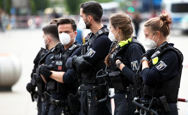 """Bremen: Mehr Anzeigen als Teilnehmer rund um """"Querdenken""""-Kundgebung?"""