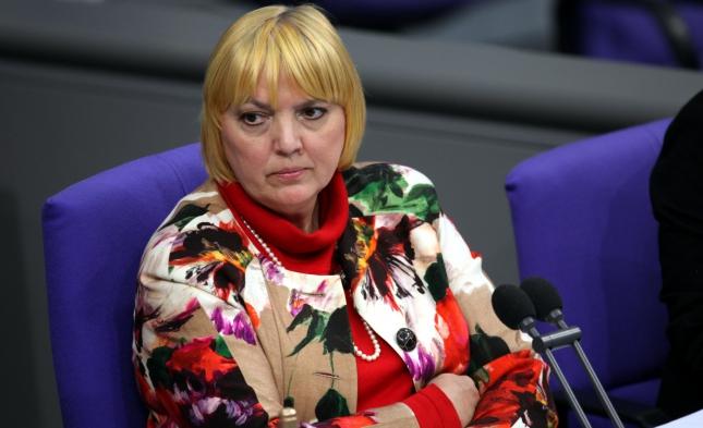 """Claudia Roth verurteilt """"virtuellen Galgen"""" für Bundestagspolitiker"""