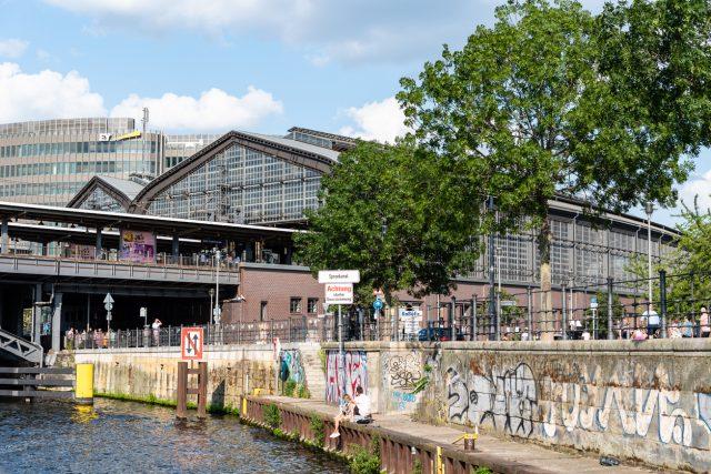 Hausverbot für die Kanzlerin und weitere Politiker in legendärer Polit-Kneipe von Berlin