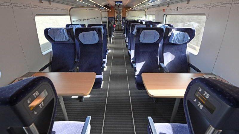 Bahn Corona Sitzplatz
