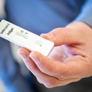 Cochrane Review: Schnelltests ungeeignet für Symptomlose