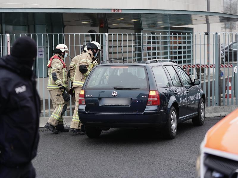 Fahrer nach Vorfall mit Auto vor Bundeskanzleramt aus Gewahrsam entlassen