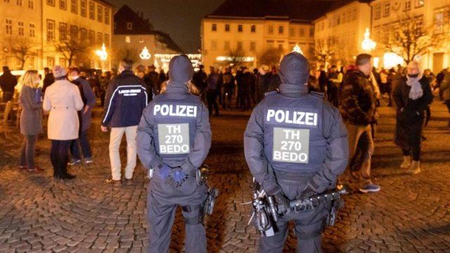 Hildburghausen: 400 Menschen verlassen unerlaubt Wohnungen für Protestmarsch