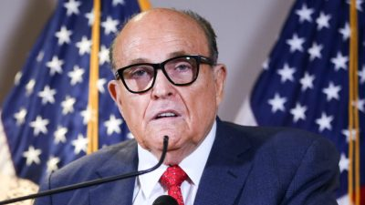 Dominion verklagt Giuliani auf 1,3 Milliarden Dollar Schadenersatz