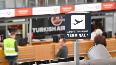Flüge aus London an Flughäfen gestoppt – Notübernachtungen am Airport