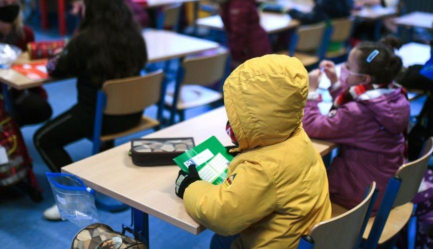 Frieren oder Viren in Grundschulen: Alle 20 Minuten läutet die Klingel zum Lüften