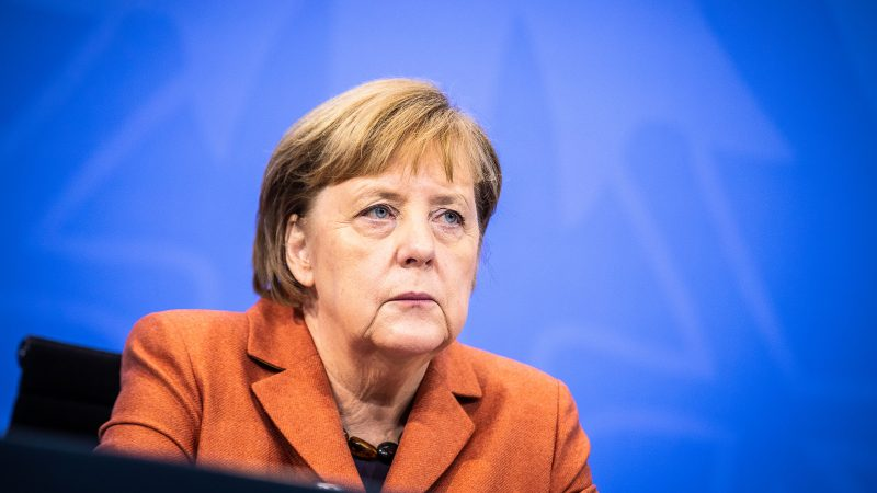 Merkel rechnet offenbar mit Lockdown bis Ostern – Kommt eine Impfpflicht für Pflegepersonal?