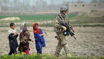 Verteidigungsministerin macht Überraschungsbesuch bei Bundeswehr in Afghanistan