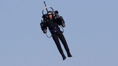 """Unbekannte Technik: """"Iron Man"""" mit Jetpack in 1.000 Meter Höhe über LAX gefilmt"""