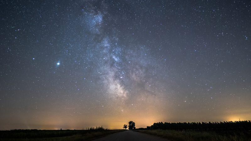 """Mitte Dezember kommen sich Jupiter und Saturn so nah, wie seit 800 Jahren nicht mehr. Eine solche """"große Konjunktion"""" könnte auch den Stern von Bethlehem erklären."""