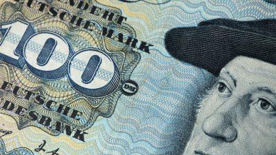 Glückspilz: Millionen D-Mark in Einkaufstüten und Zigarrenkisten gefunden