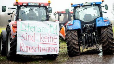 Landwirte protestieren gegen Handel: Lidl und Rewe-Lager blockiert